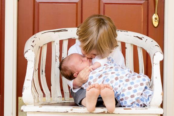 В России с 12 мая изменены правила получения детских пособий