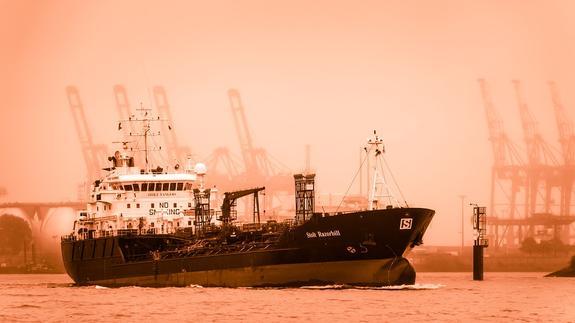 В порту Фуджейра в ОАЭ прогремели взрывы на семи нефтяных танкерах