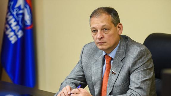 Депутаты стали оправдываться, узнав, что СМИ опубликовали материалы о якобы их втором гражданстве