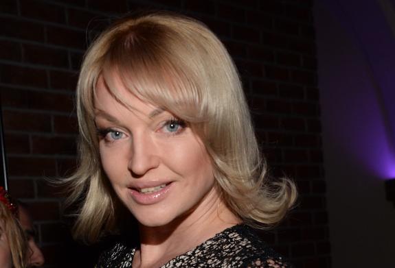 Поклонники Волочковой пришли в восторг от ее фотографии в слитном купальнике