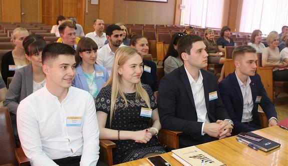 Студенты получают профессиональный опыт в сфере управления