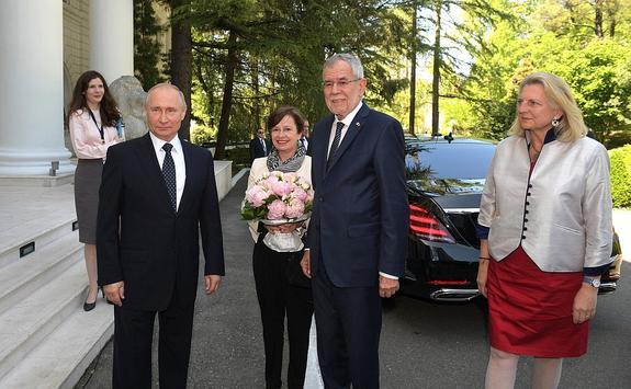 Путин оценил развитие двусторонних отношений с Австрией