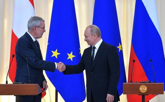 Эксперт прокомментировал высказывание президента Австрии о вреде санкций против России