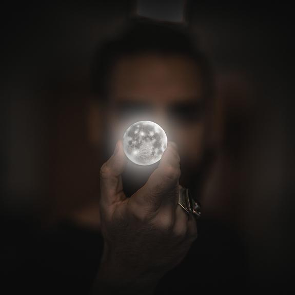 Китайский луноход обнаружил неизведанные лунные породы