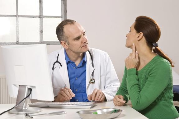 Требующие срочного обращения к врачу признаки нездоровья перечислили в сети