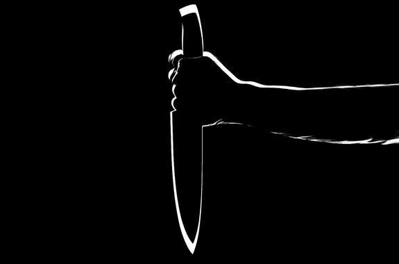 Пенсионер из Подмосковья ранил ножом знакомого