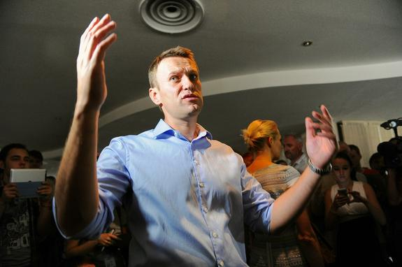 Вернувшись с элитного отдыха в Италии, Навальный попал в центр расследования