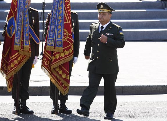 Подавший в отставку министр обороны Украины нашел объяснение потере Крыма и Донбасса