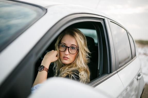 Автоэксперт сравнил мужчин и женщин за рулём