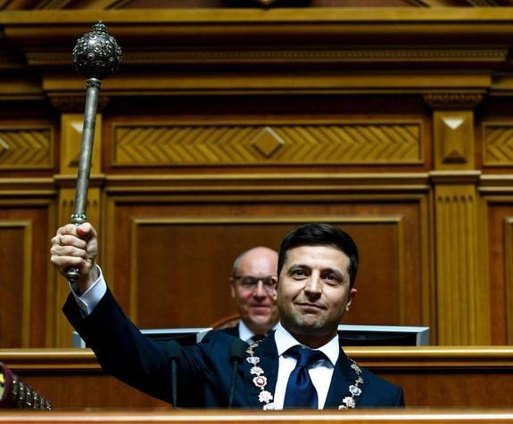 На Украине  появилась  петиция  об отставке ставшего 20 мая президентом  Зеленского