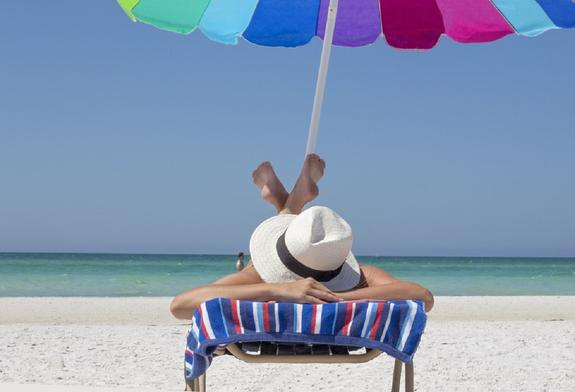 Врач-онколог: Нужно загорать, а не жариться на солнце