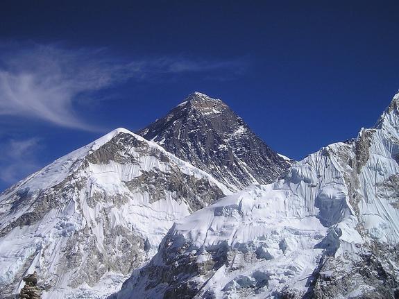 Два альпиниста погибли в ходе спуска с Эвереста