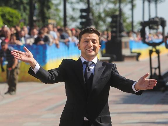 """Зеленский просит полицейских """"быть помягче"""" при задержании на митингах"""