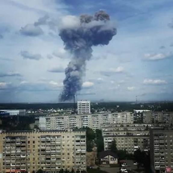 «Разбросаны снаряды, нужна группа разминирования!», сообщают спасатели в зоне взрыва на заводе в Дзержинске