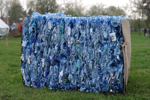 В США пластиковые отходы станут перерабатывать в реактивное топливо