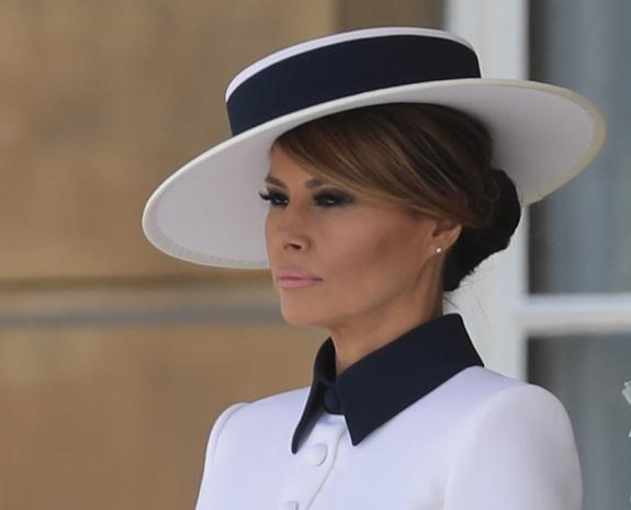 Мелания Трамп во время визита в Великобританию повторила знаменитый образ принцессы Дианы