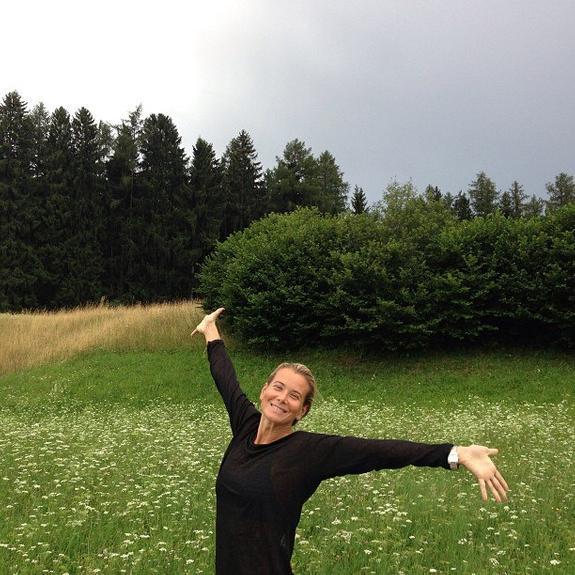 «Это фотошоп или пластика?», - в сети обсуждают новое фото  Юлии Высоцкой