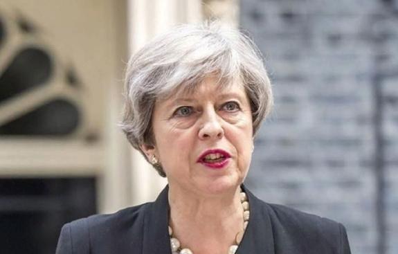 Тереза Мэй сложила полномочия лидера консерваторов