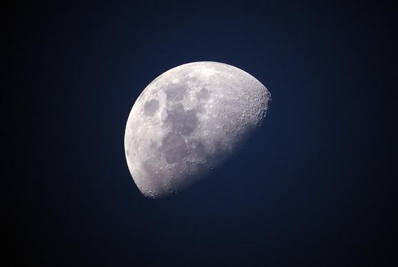 Ученые обнаружили на Луне огромные залежи металла