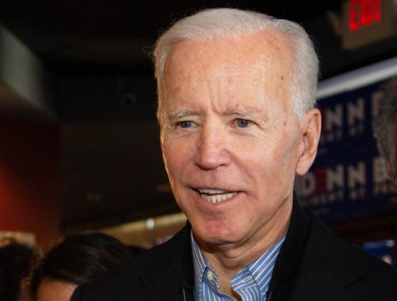 """Трамп заявил, что его соперник в президентской гонке Джо Байден является """"умственно слабым"""""""