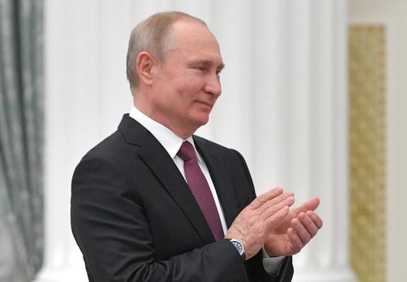 Владимир Путин поздравил жителей страны с Днем России