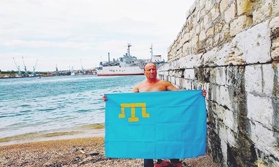 Пловец-марафонец Олег Софяник посвятит свой  заплыв из Ялты в Турцию  75-летию геноцида крымскотатарского народа