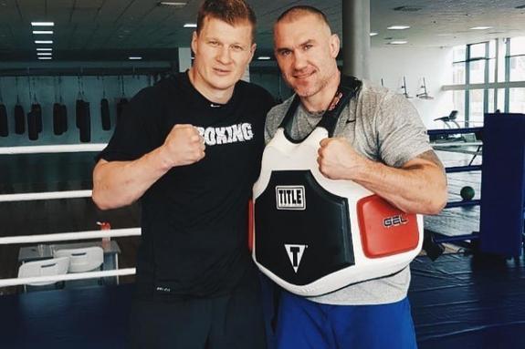 Усик не стал боксировать с Поветкиным из-за политики