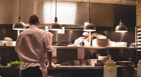 Шеф-повар: какой должна быть «правильная» окрошка на лето