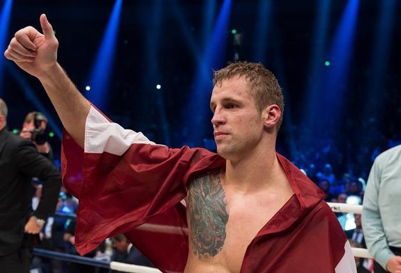 Бой латвийского боксера Бриедиса с поляком Гловацки закончился скандалом