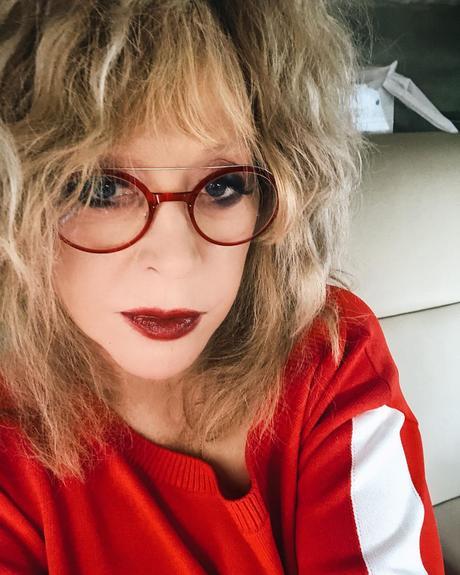 """""""Пугачева в красном просто прекрасна!"""" Новое фото Примадонны вызвало бурю восторгов"""