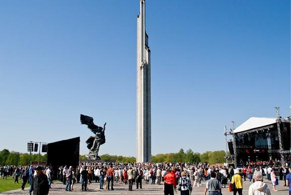 Латвия не может снести Памятник освободителям без согласия России