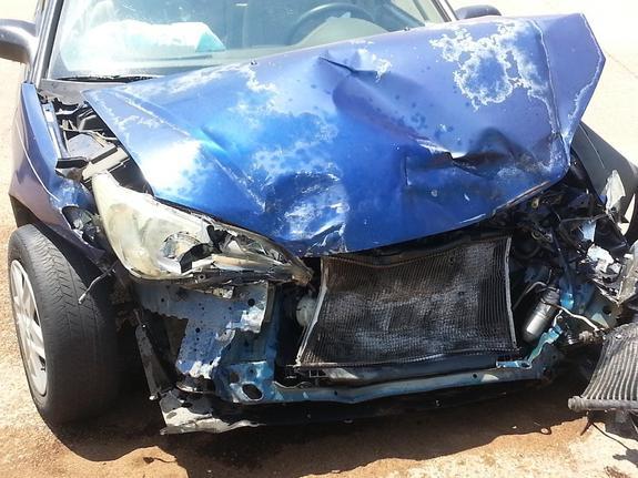 Автомобиль перевернулся после аварии на внешней стороне МКАД