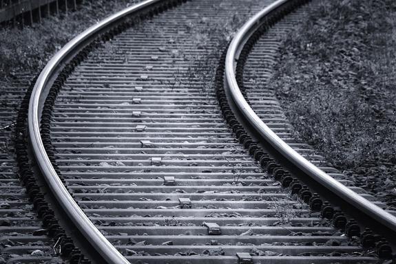 Маленькую девочку в Хабаровске покалечил поток воздуха от поезда