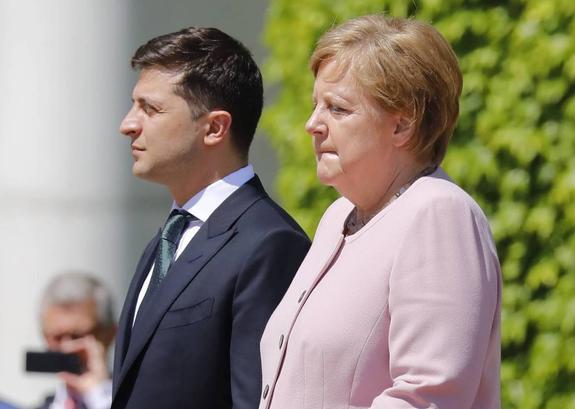 Меркель не будет отменять мероприятия со своим участием после инцидента на встрече с Зеленским