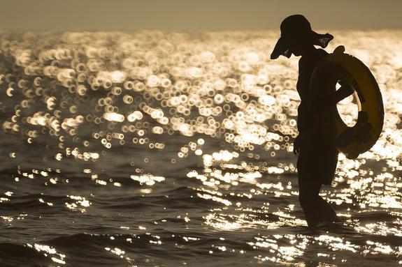 Ученые предупреждают об опасности купания в водах с температурой выше 13 градусов