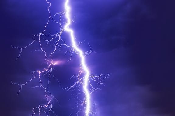 Молния ударила в двух жителей Приамурья