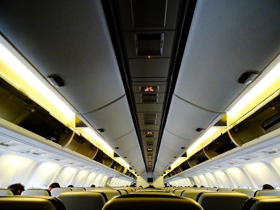 В Канаде уснувшую девушку забыли в самолете