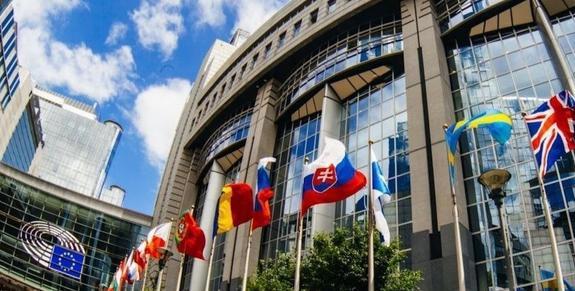 Экс-мэр Риги выбрал себе помощниц для работы в Брюсселе. Одна из Германии