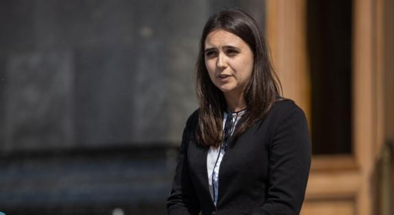 Пресс-секретаря Зеленского вызвали на допрос из-за высказываний о Донбассе
