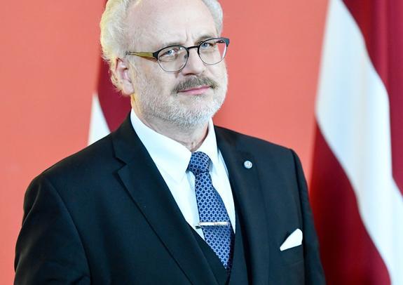 Мнение: Вряд ли латвийцы будут вспоминать о Раймонде Вейонисе как о главе государства...