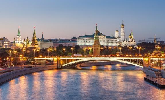 С «Тройкой» по Москве-реке на «кабриолете» Года Нисанова и Зараха Илиева