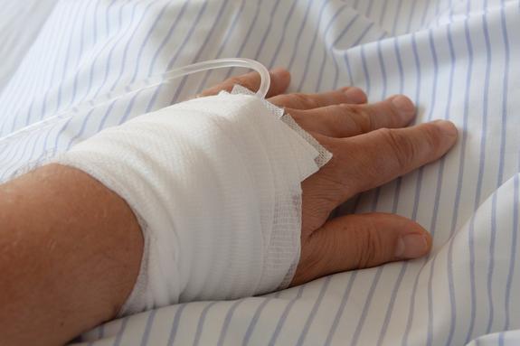 Пациенту сломали руку во время операции в Камчатской больнице