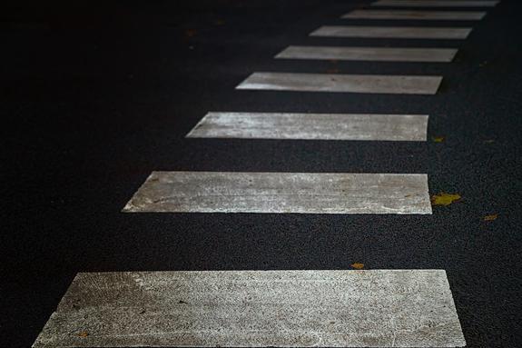 """В Липецке пешеход подлетел на """"зебре"""" от удара автомобиля"""