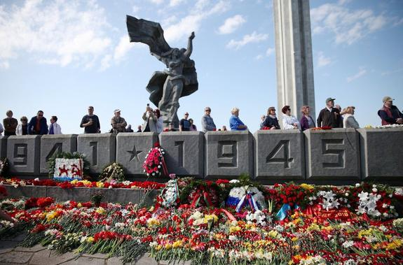 Президент Латвии: Я не называю этот монумент Памятником победы, а называю его памятником оккупантам