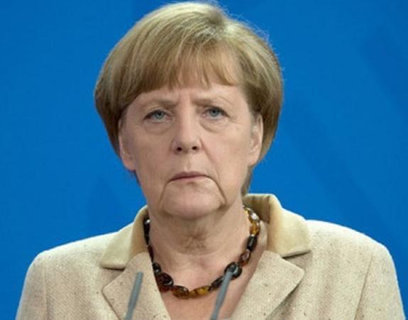 Меркель сидя прослушала гимны двух стран в Китае