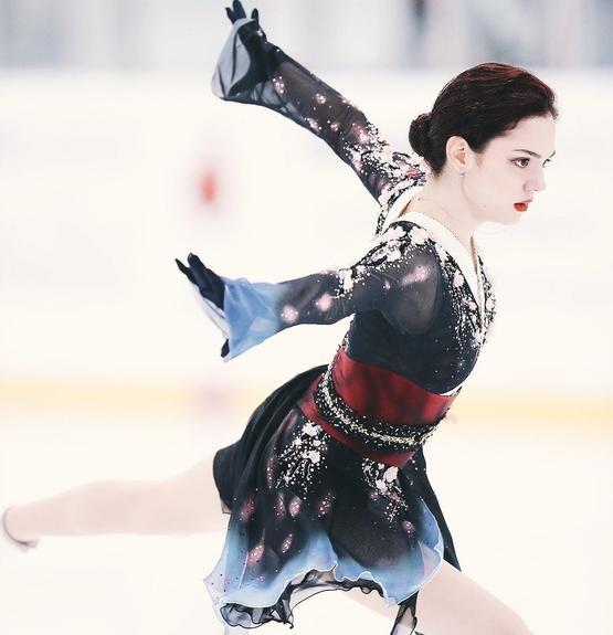 Евгения Медведева  завоевала серебро на первом в новом сезоне турнире в Канаде