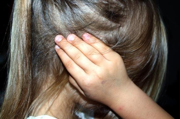 В Брянской области семейная пара  вместе с друзьями изнасиловала девочку
