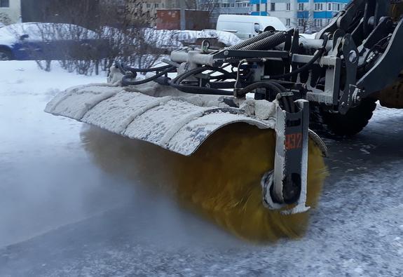 В Сургуте снегоуборочный грейдер насмерть задавил женщину