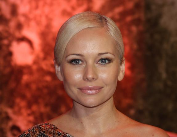 Стройная фигура 47-летней Елены Кориковой в блестящем платье привела в восторг поклонников