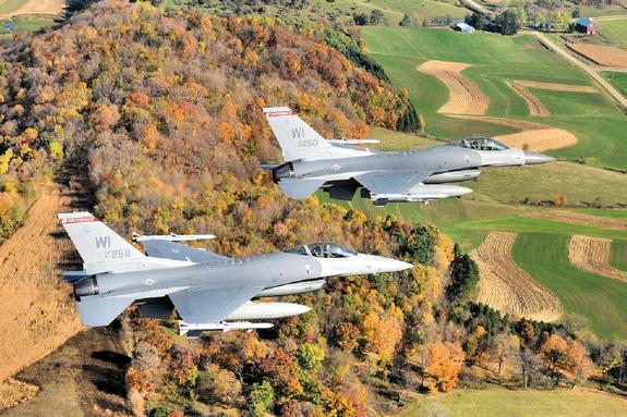 Американский истребитель F-16 в небе над Японией потерял ракету